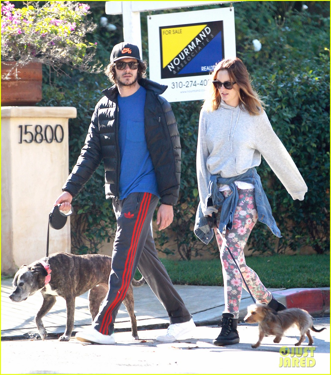 leighton meester adam brody morning dog walk 01