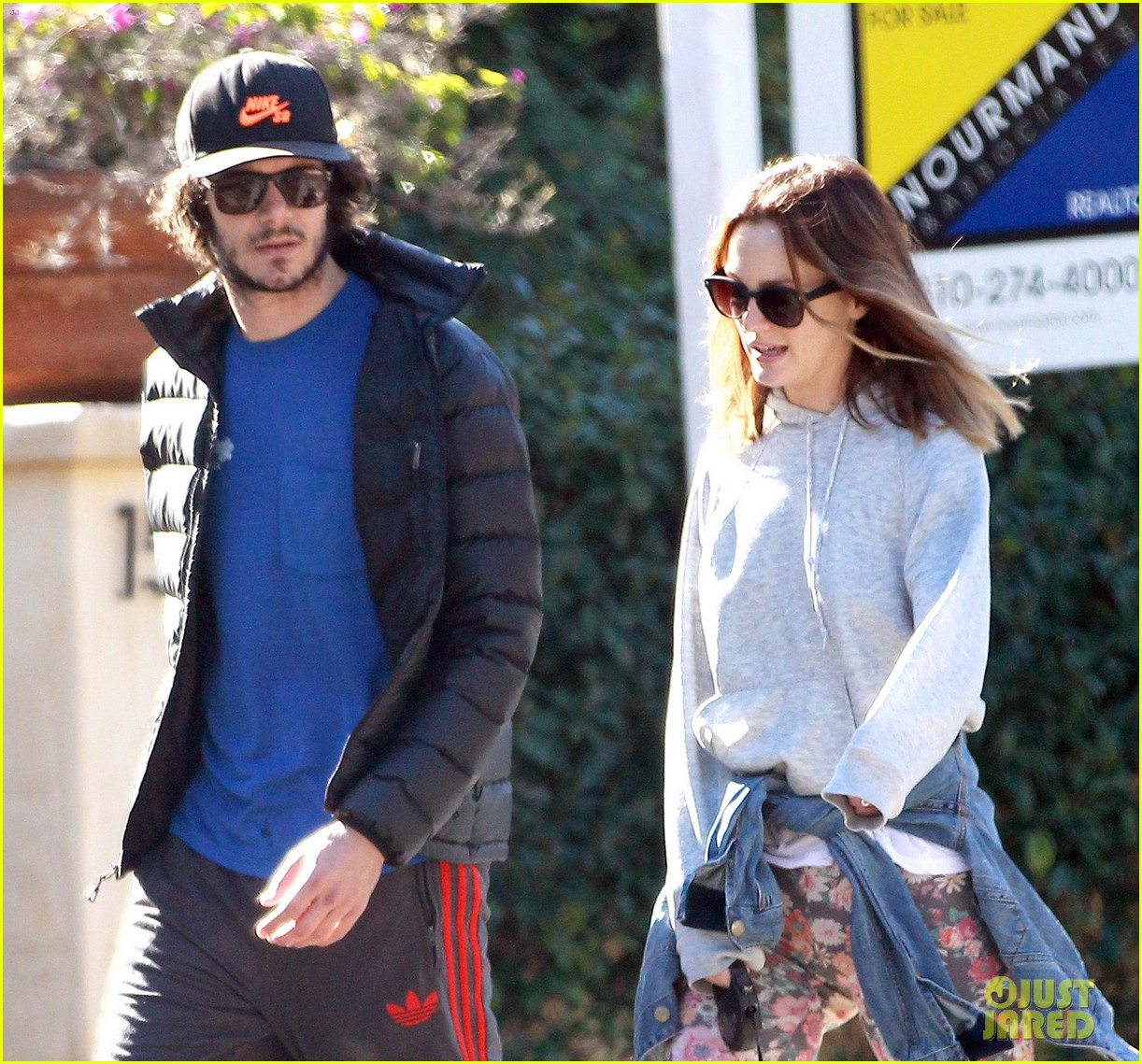leighton meester adam brody morning dog walk 06