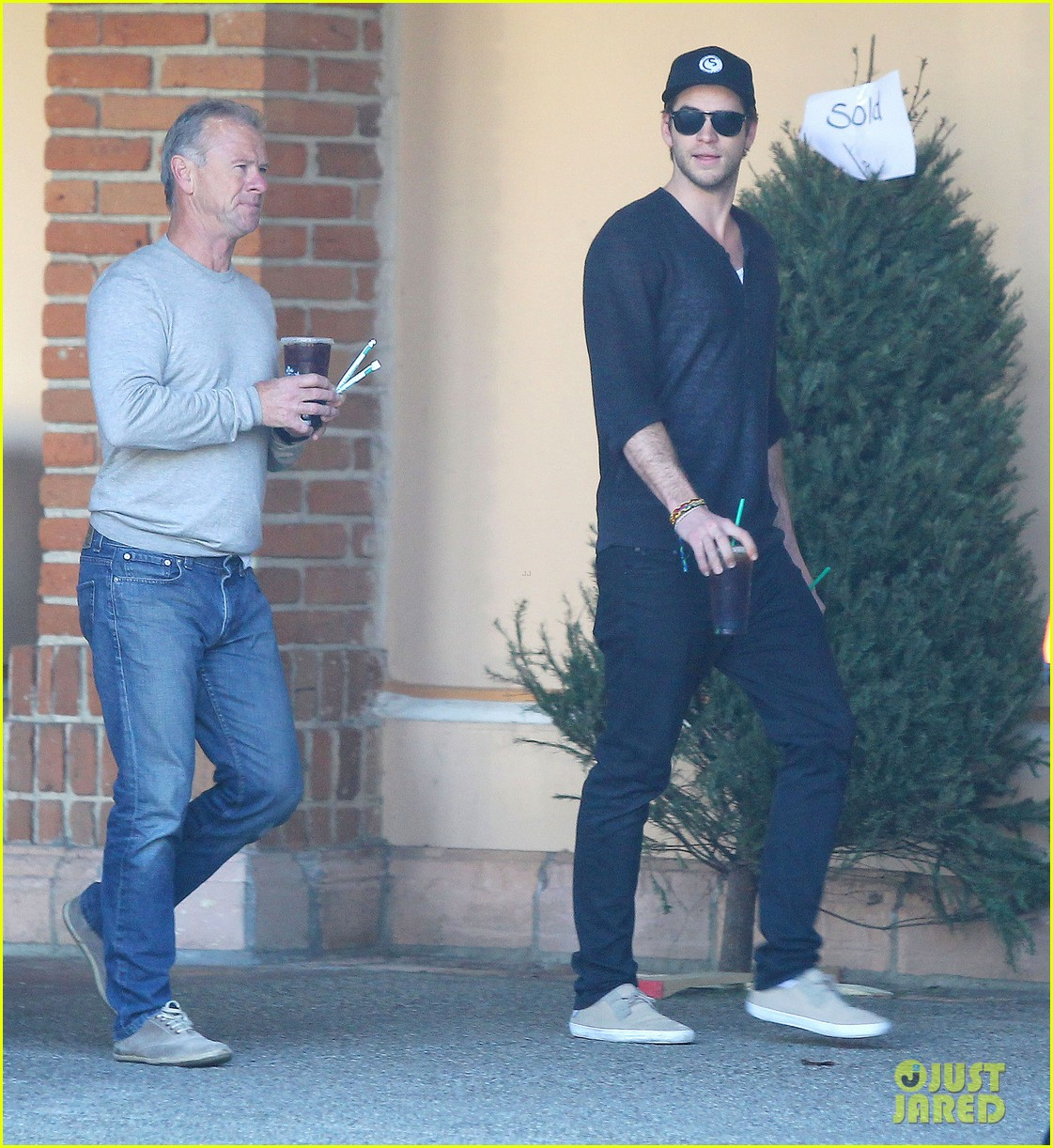liam hemsworth grabs coffee groceries with dad craig 07