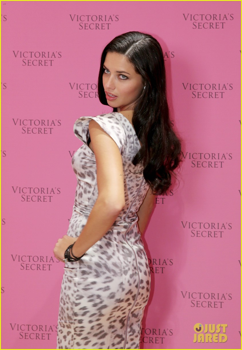 adriana lima launches victorias secret fantasy bra in dubai 20