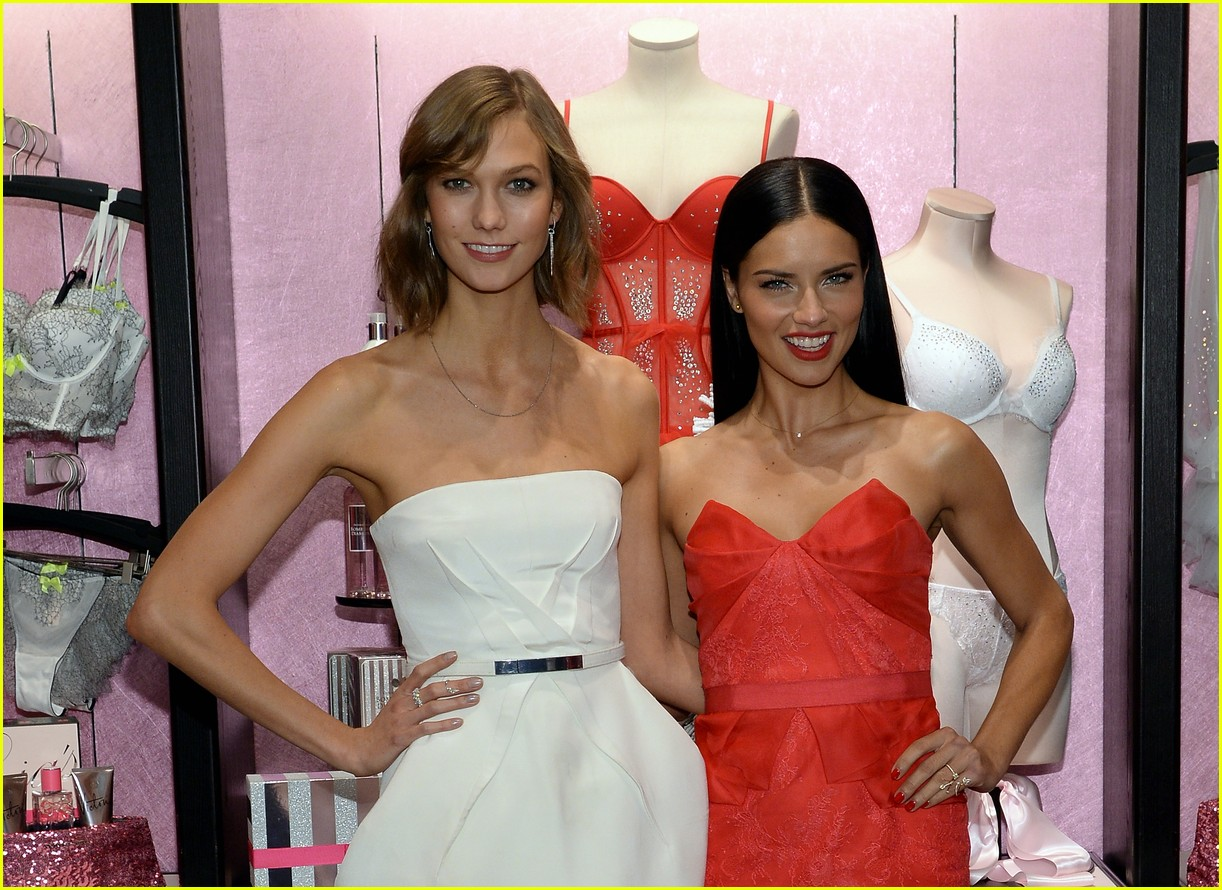 adriana lima karlie kloss victorias secret celebrates holiday 06