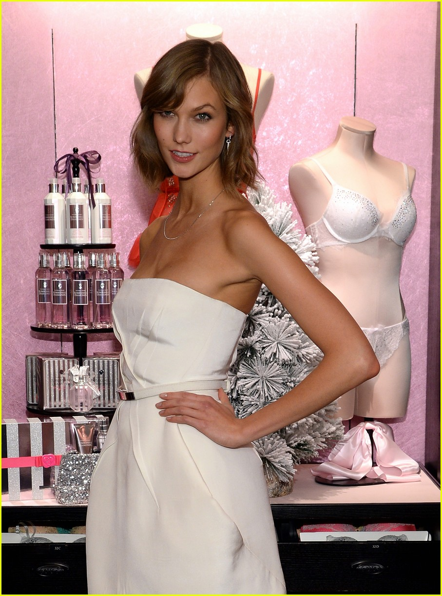 adriana lima karlie kloss victorias secret celebrates holiday 08