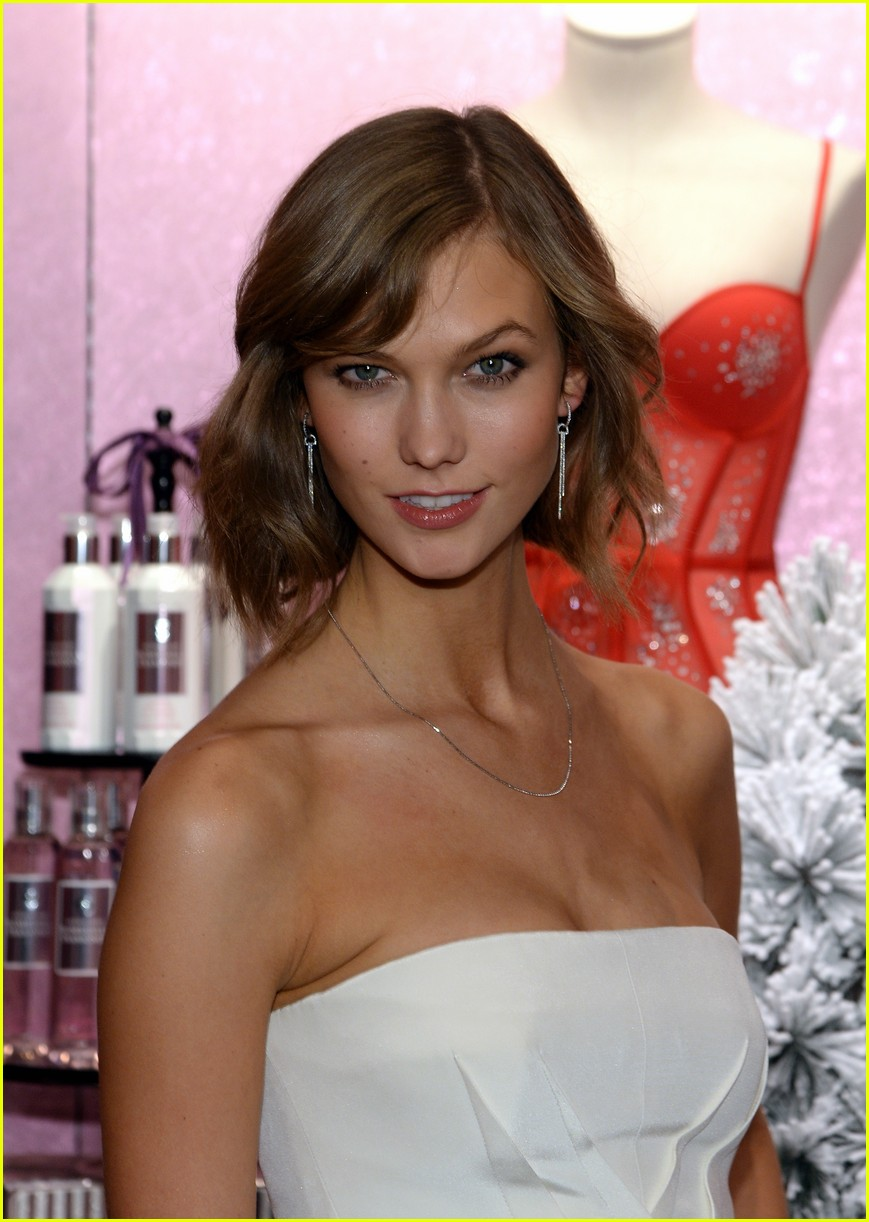 adriana lima karlie kloss victorias secret celebrates holiday 123008571