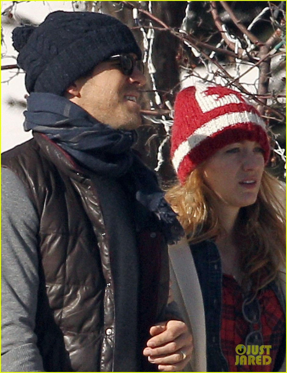 blake lively ryan reynolds visit a comedy club in aspen 02