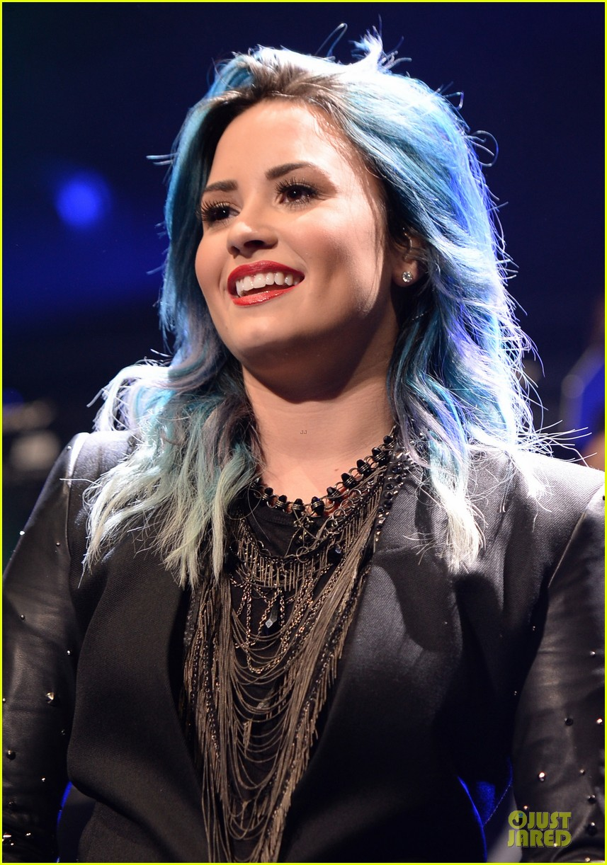 demi lovato performs at y100 jingle ball 2013 083015665