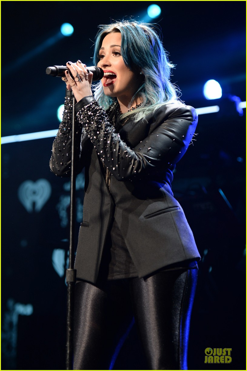 demi lovato performs at y100 jingle ball 2013 113015668