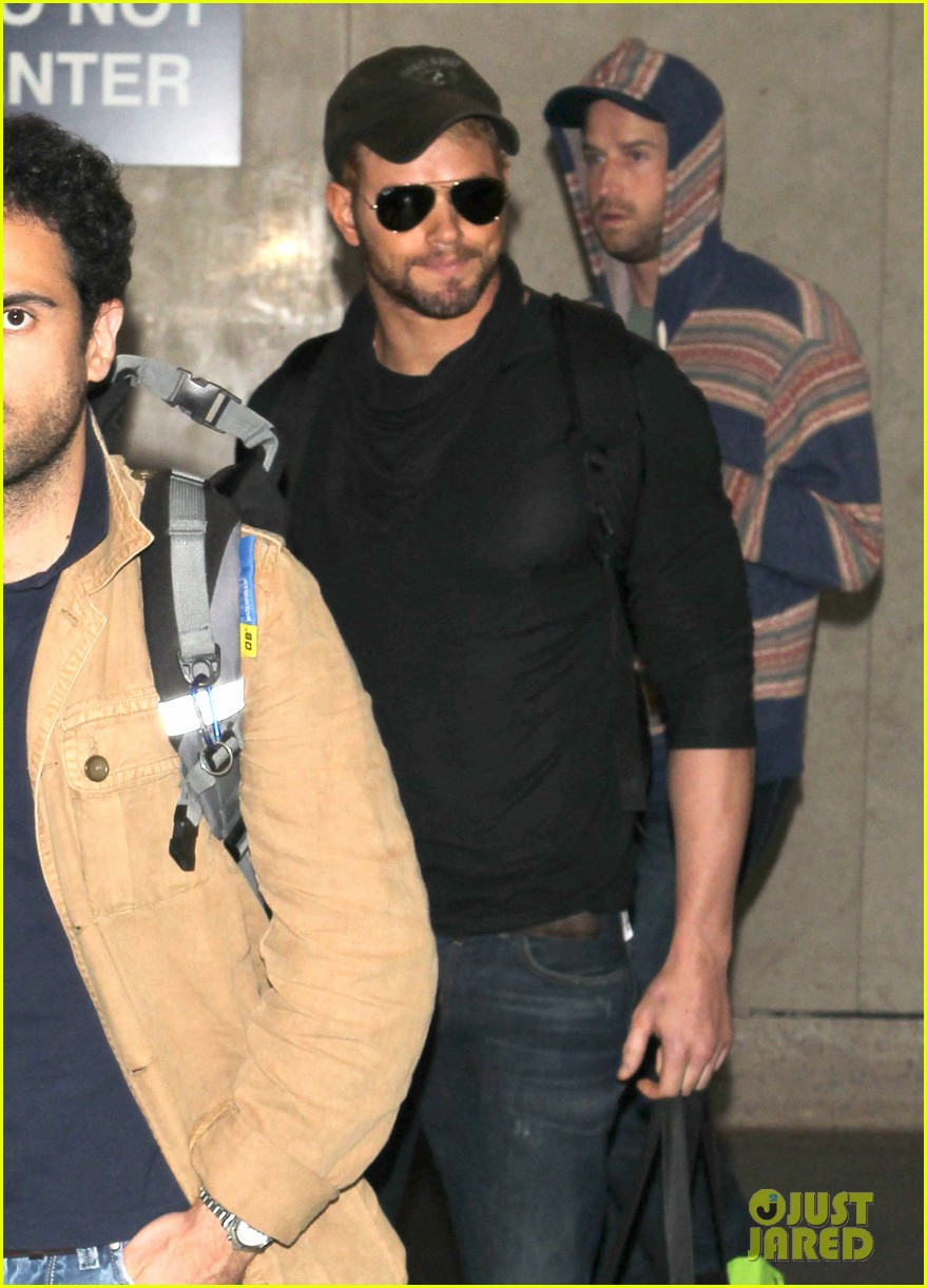 kellan lutz flies solo after plane ride with miley cyrus 02