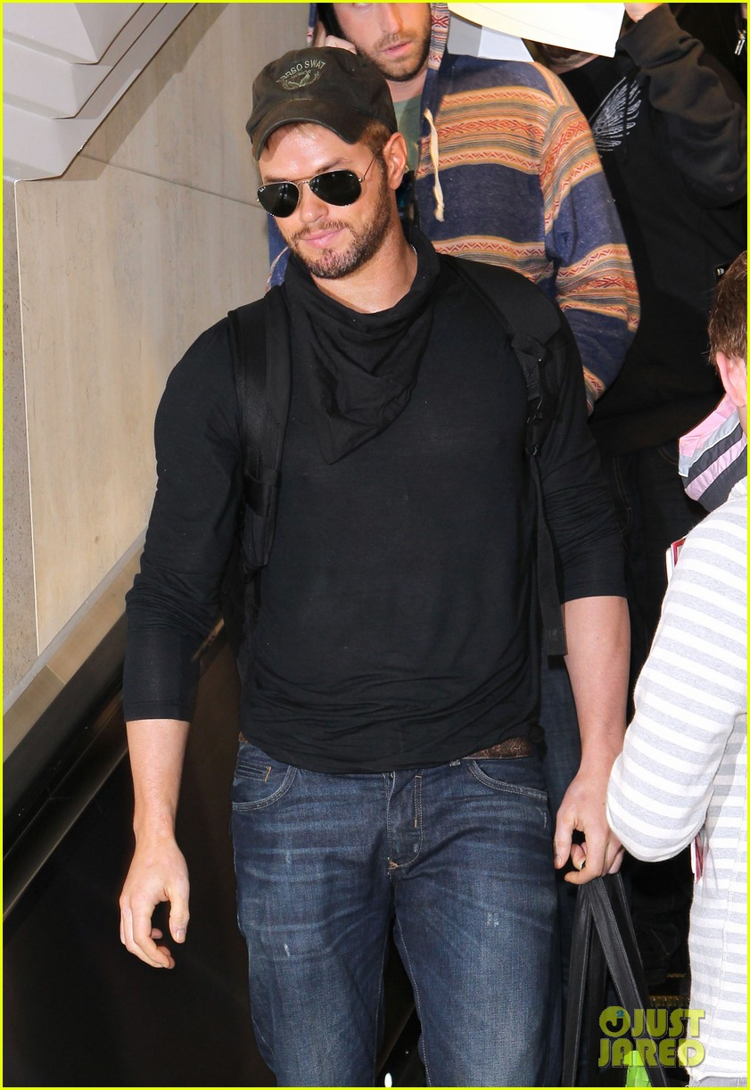 kellan lutz flies solo after plane ride with miley cyrus 043014821