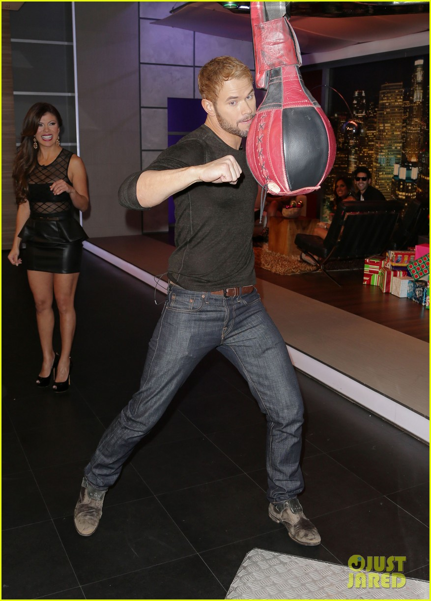 kellan lutz promotes legend of hercules on telemundo 03