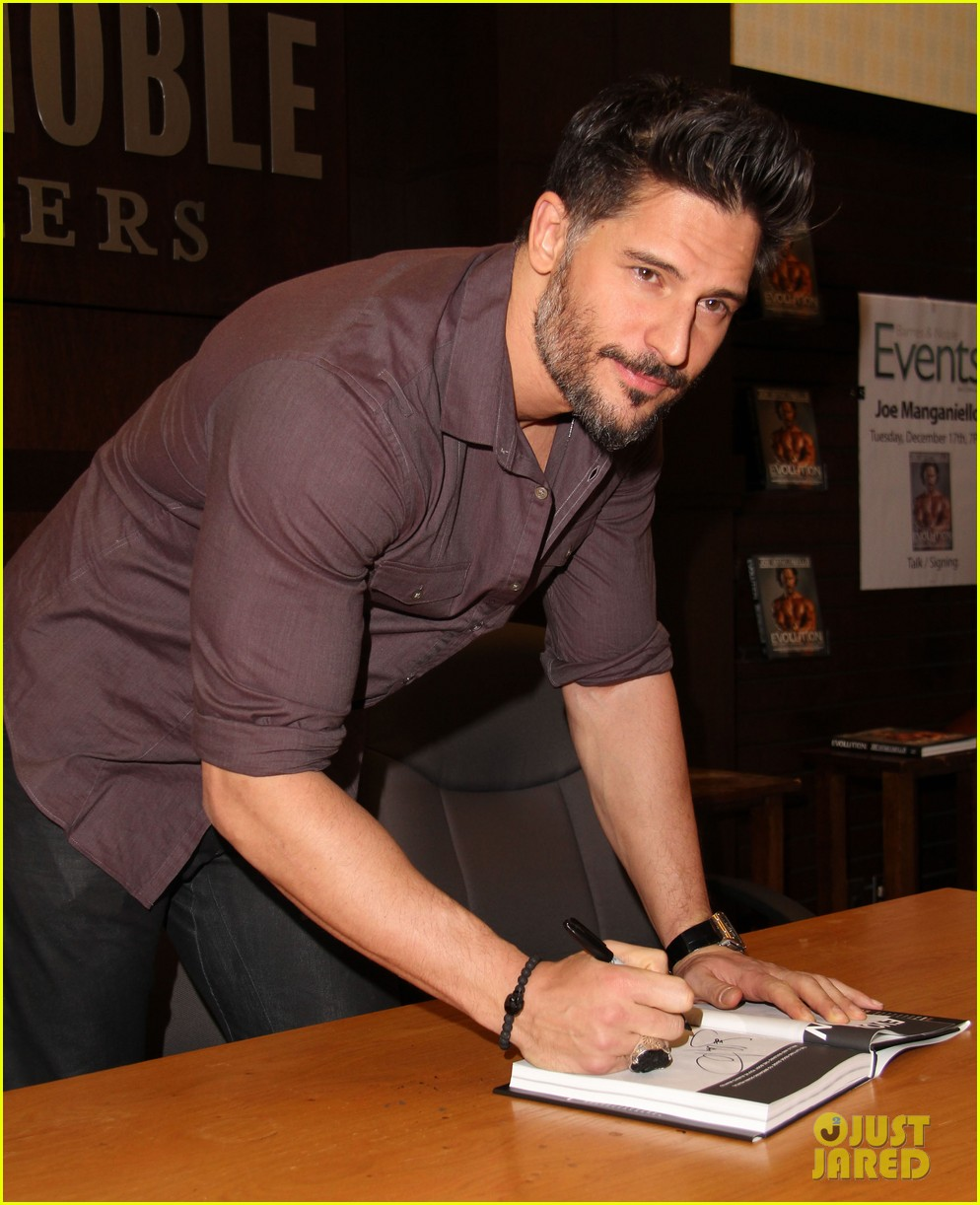 joe manganiello evolution barnes noble book signing 043014075