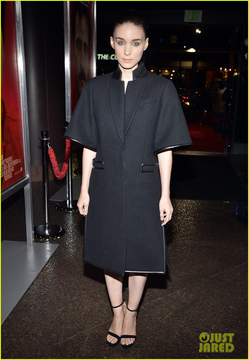 rooney mara her premiere with sister kate mara 013011094