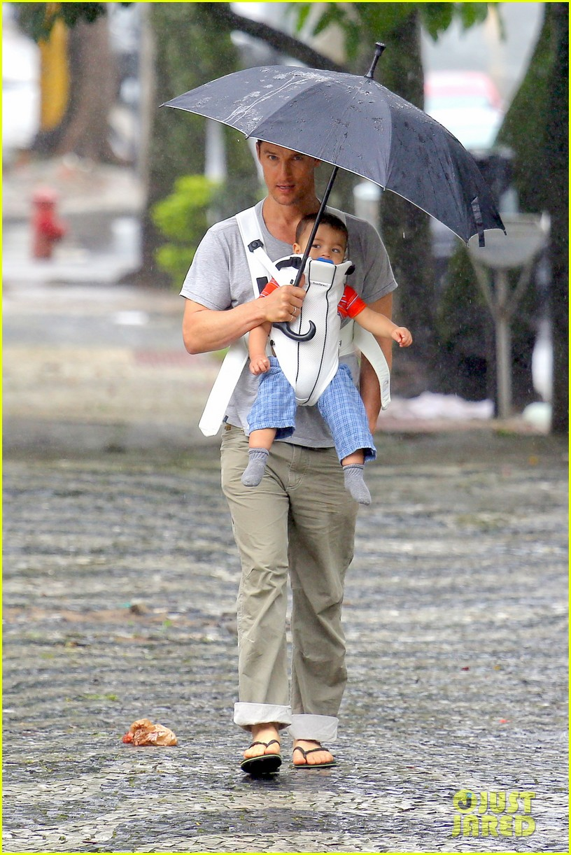 matthew mcconaughey rainy post christmas stroll with livingston 03