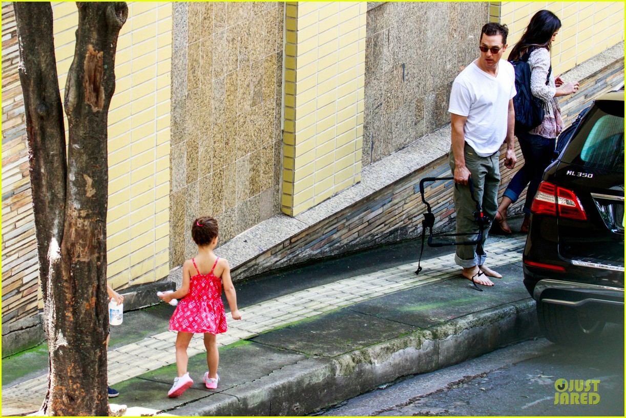 matthew mcconaughey barefoot walking in brazil 20
