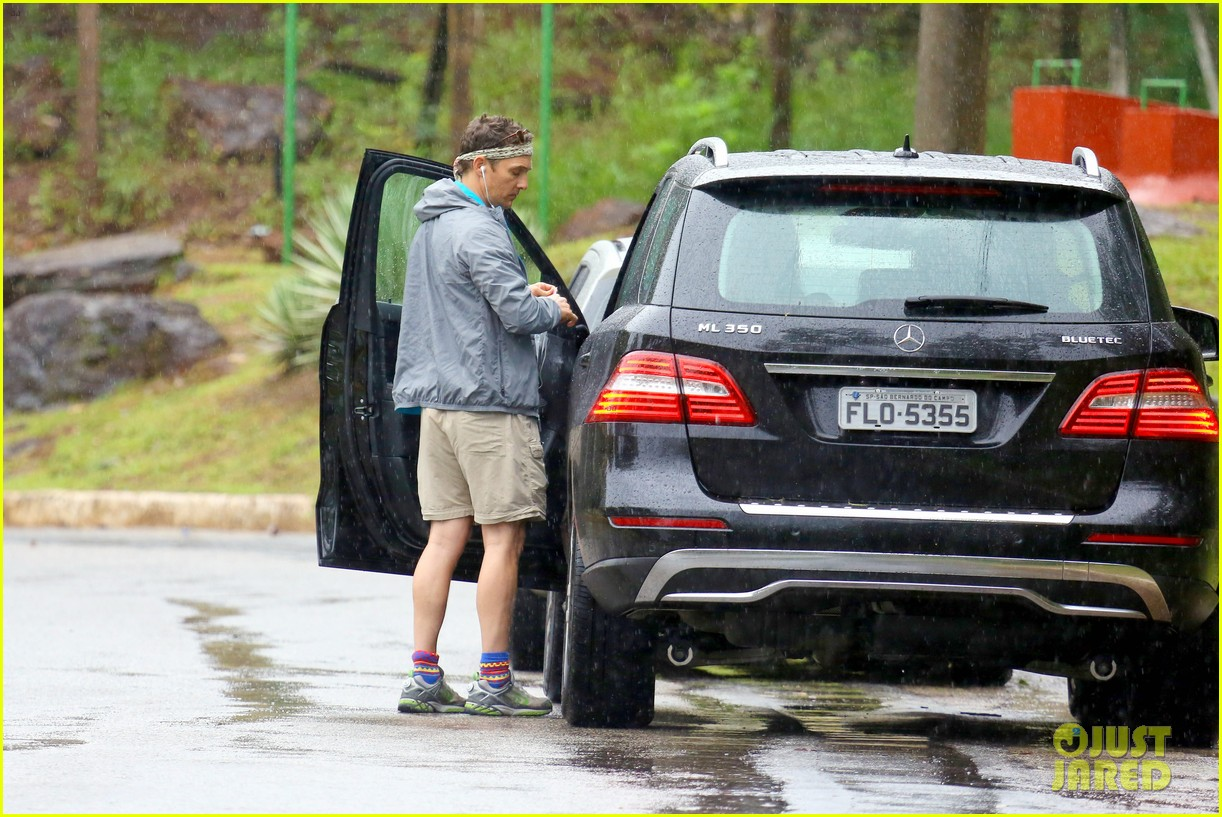 matthew mcconaughey braves the rain for a run in brazil 223018378
