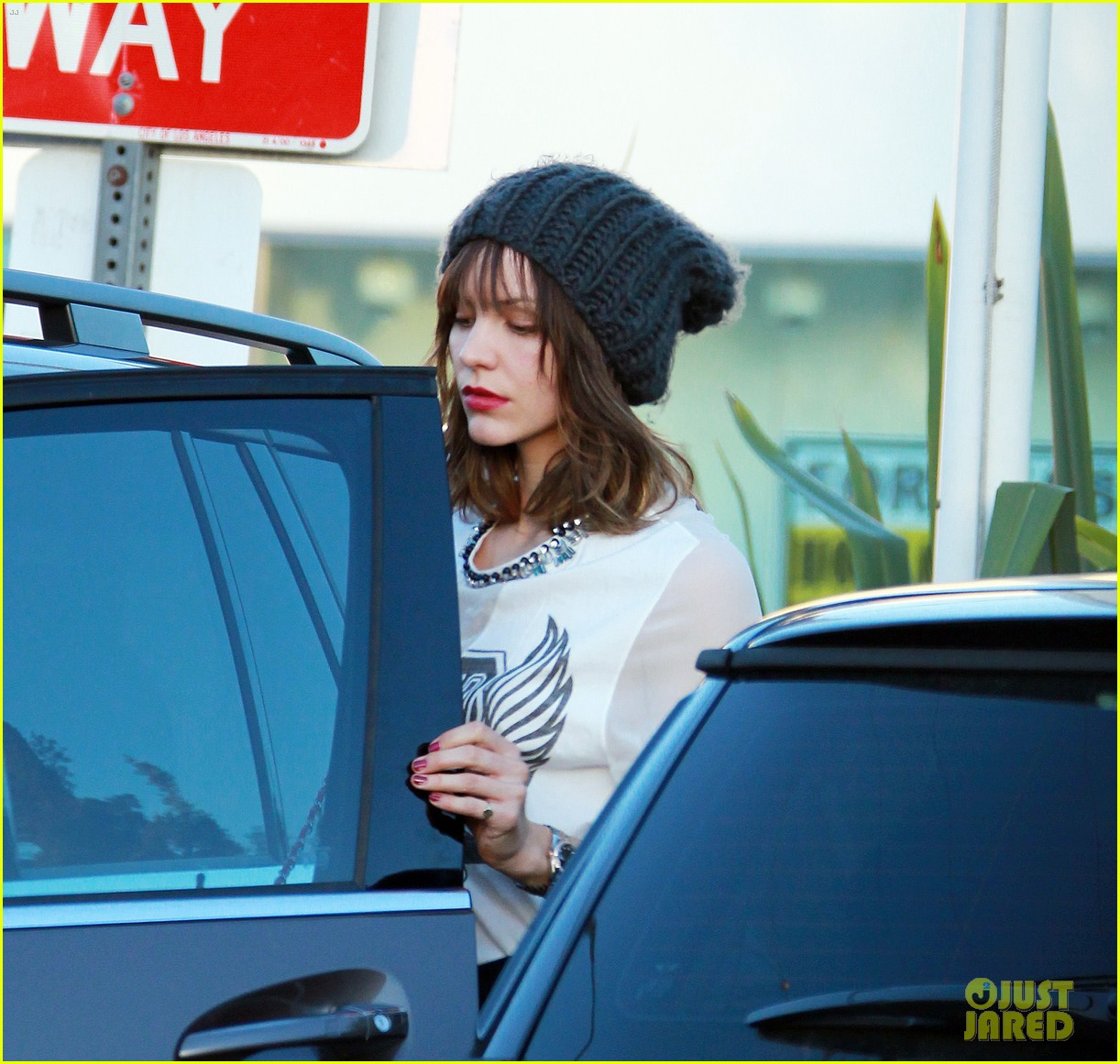 katharine mcphee finishes christmas shopping at fred segal 03