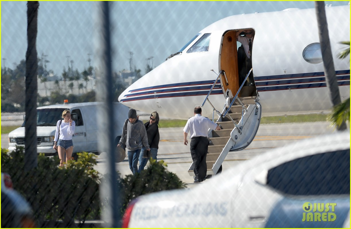 miley cyrus kellan lutz arrive on same private jet 243014266