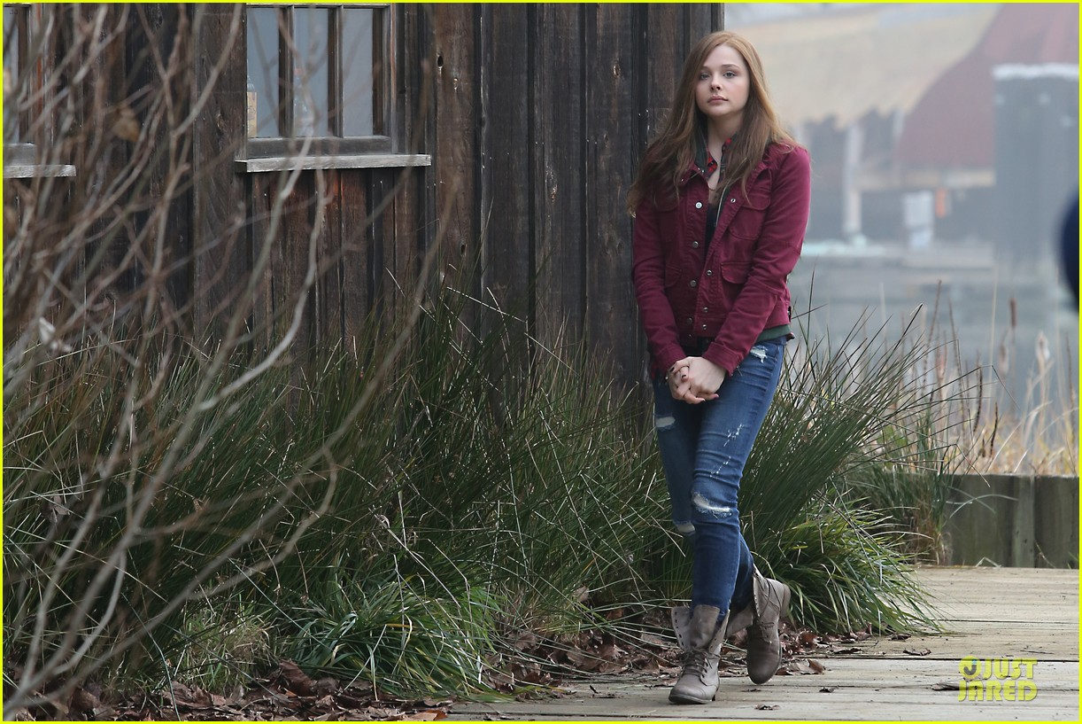 chloe moretz after thanksgiving bike rider for if i stay 05