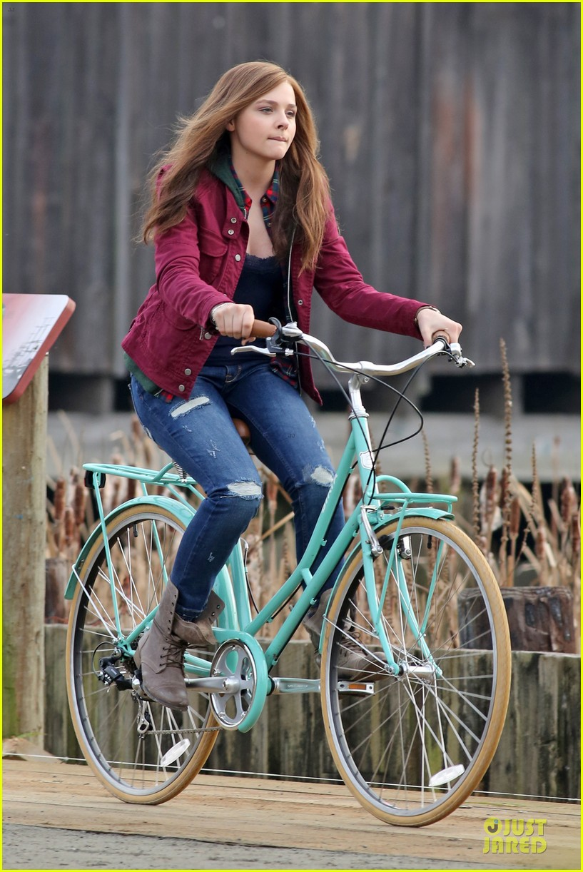 chloe moretz after thanksgiving bike rider for if i stay 07