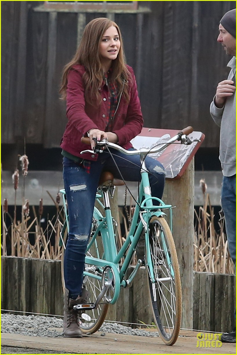 chloe moretz after thanksgiving bike rider for if i stay 143002767