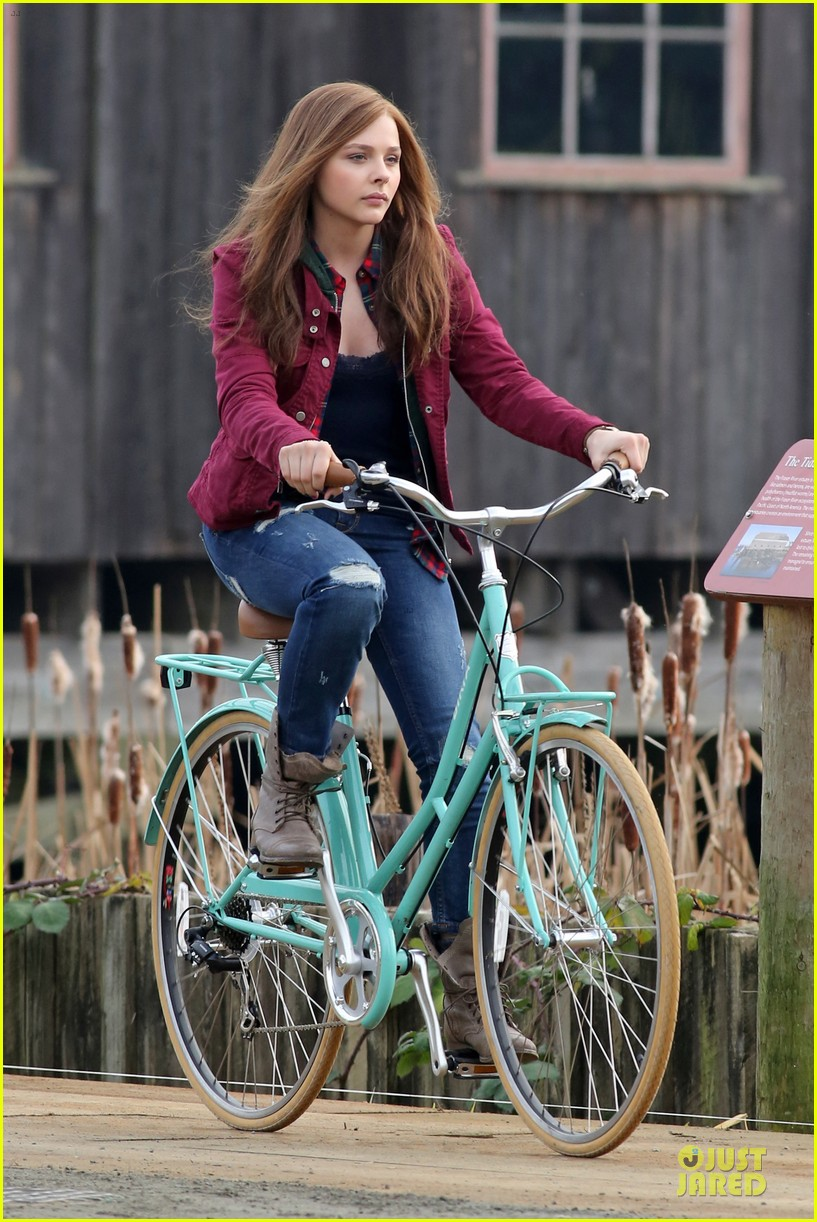 chloe moretz after thanksgiving bike rider for if i stay 203002773