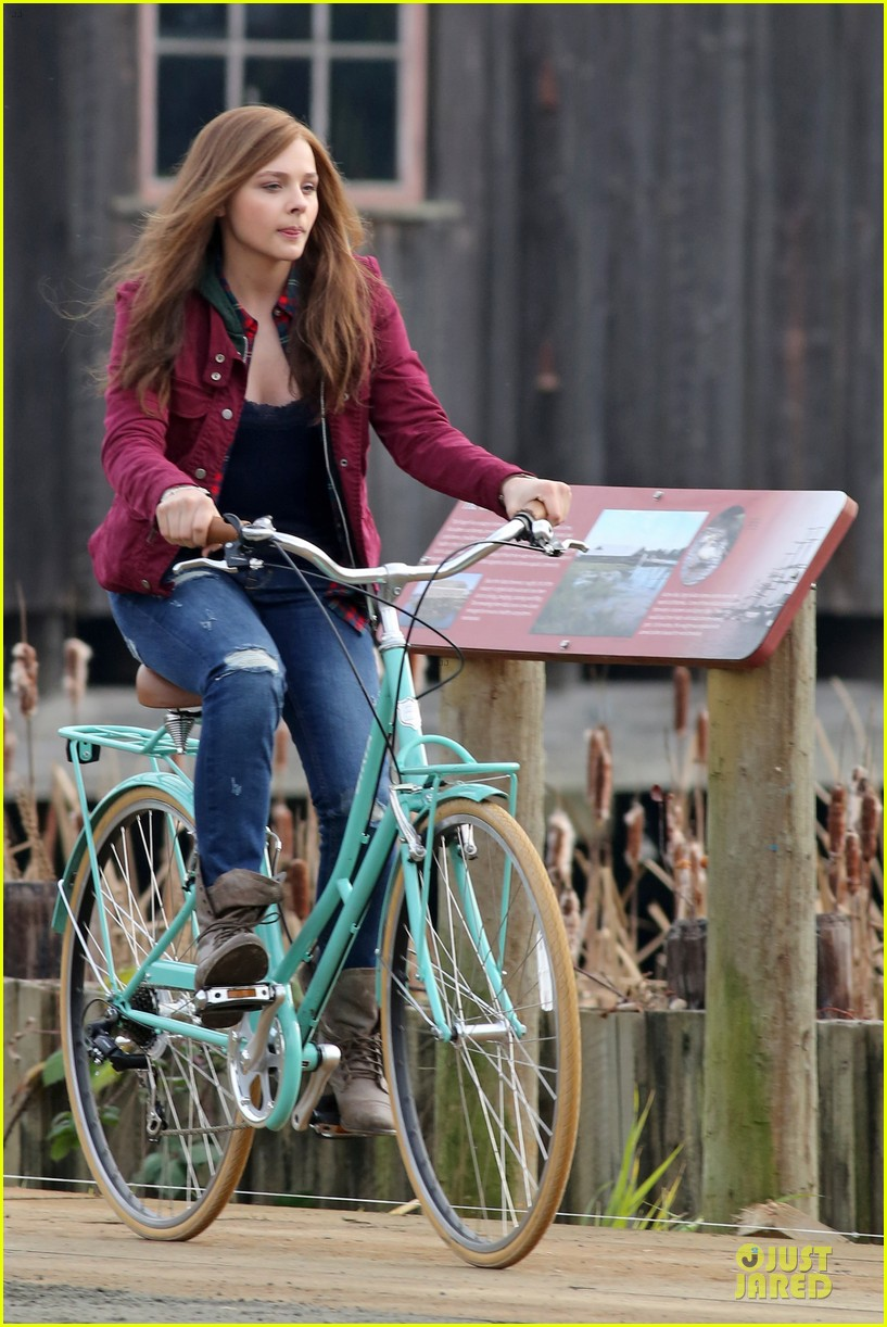chloe moretz after thanksgiving bike rider for if i stay 223002775