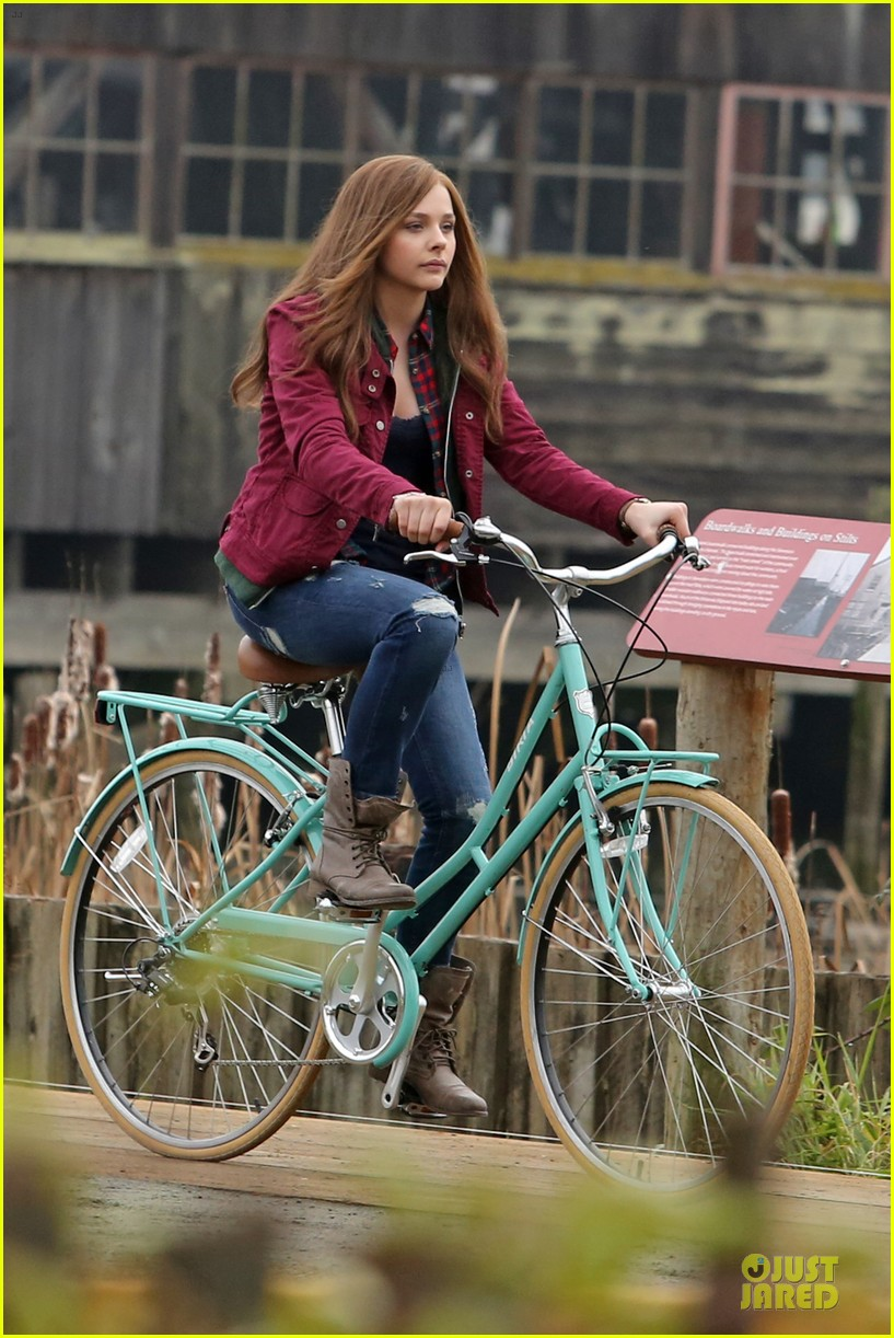 chloe moretz after thanksgiving bike rider for if i stay 233002776