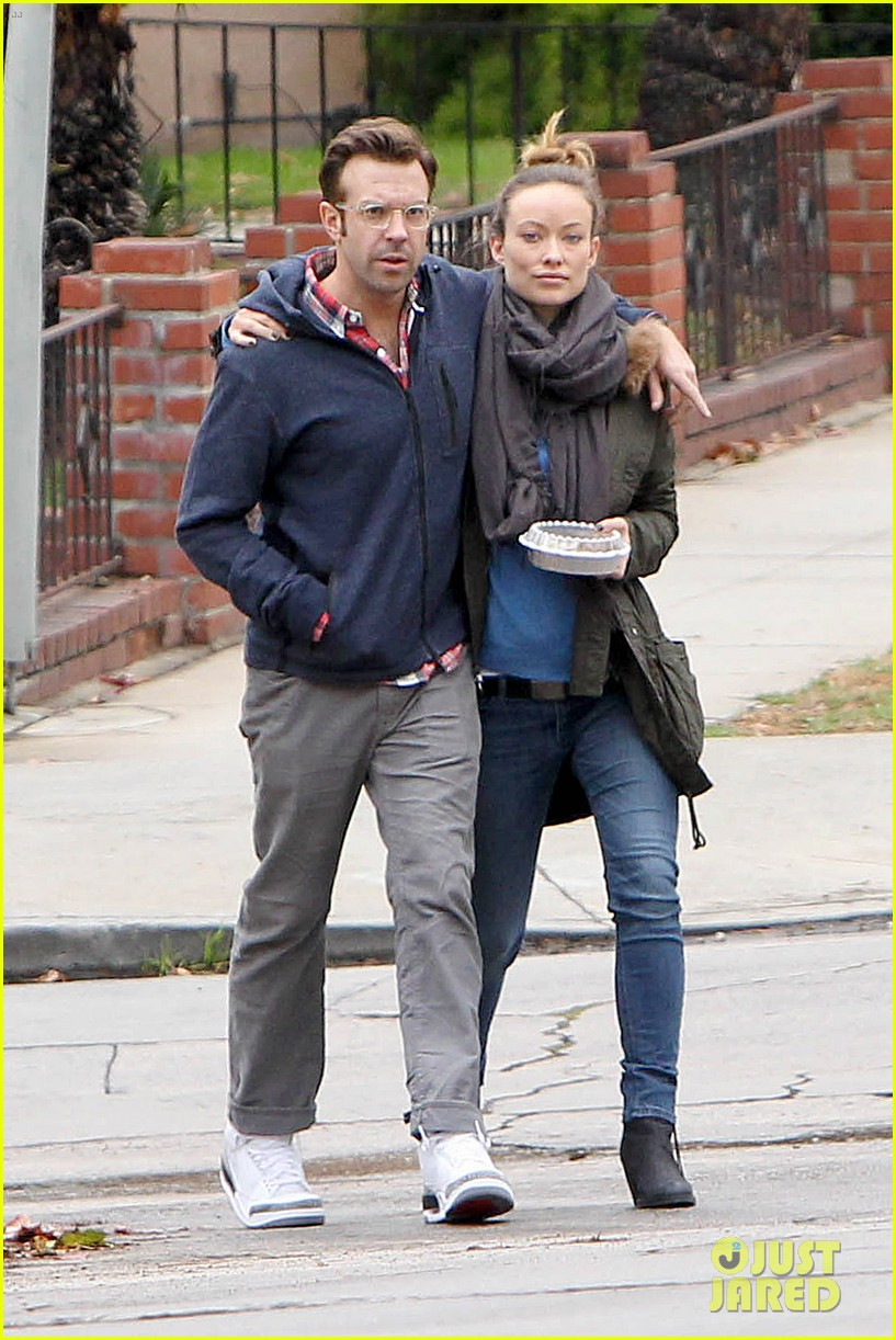 olivia wilde jason sudeikis arm in arm after lunch date 05