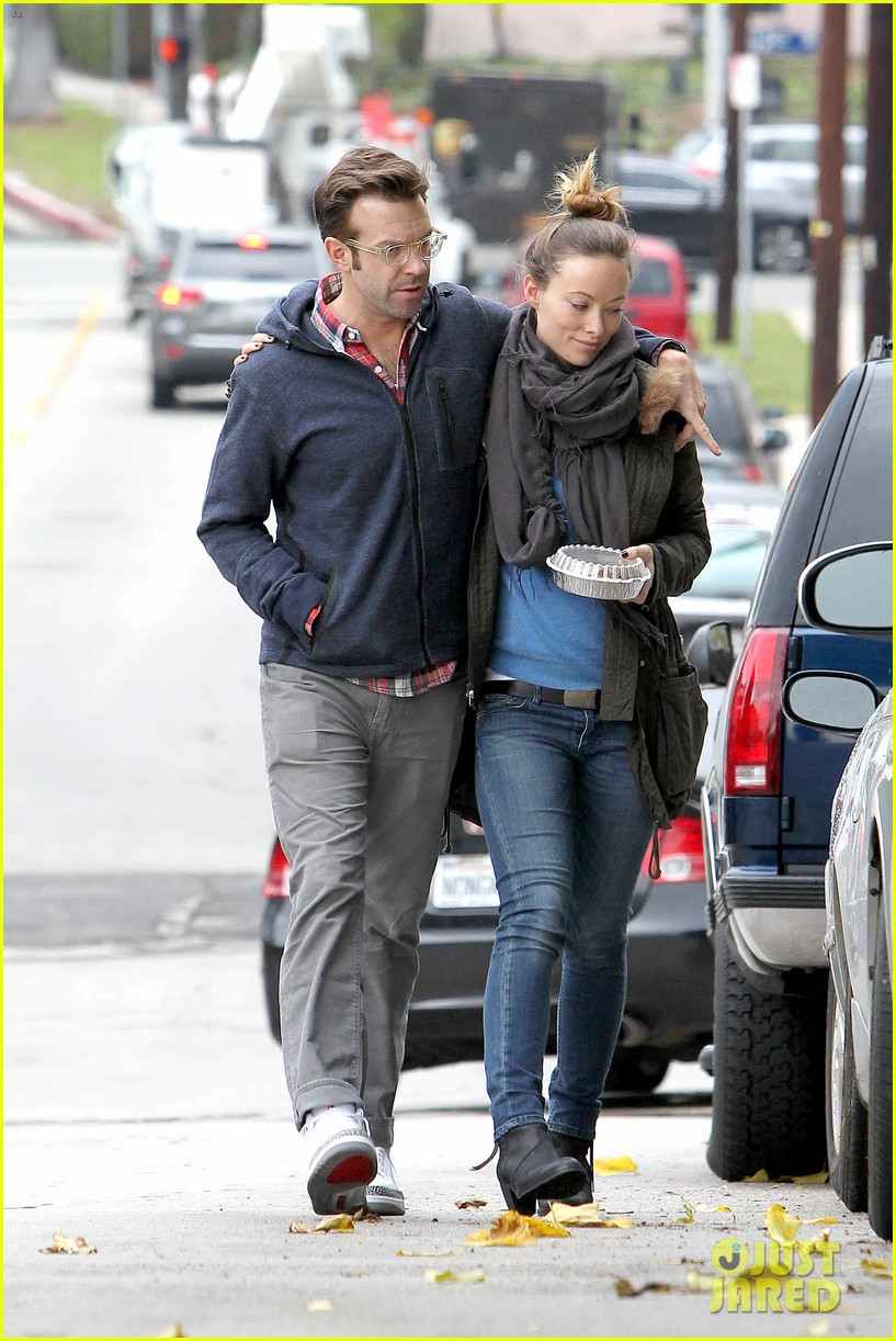 olivia wilde jason sudeikis arm in arm after lunch date 25