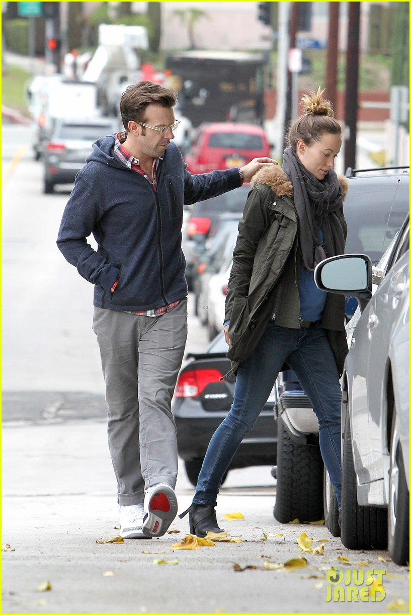 olivia wilde jason sudeikis arm in arm after lunch date 34