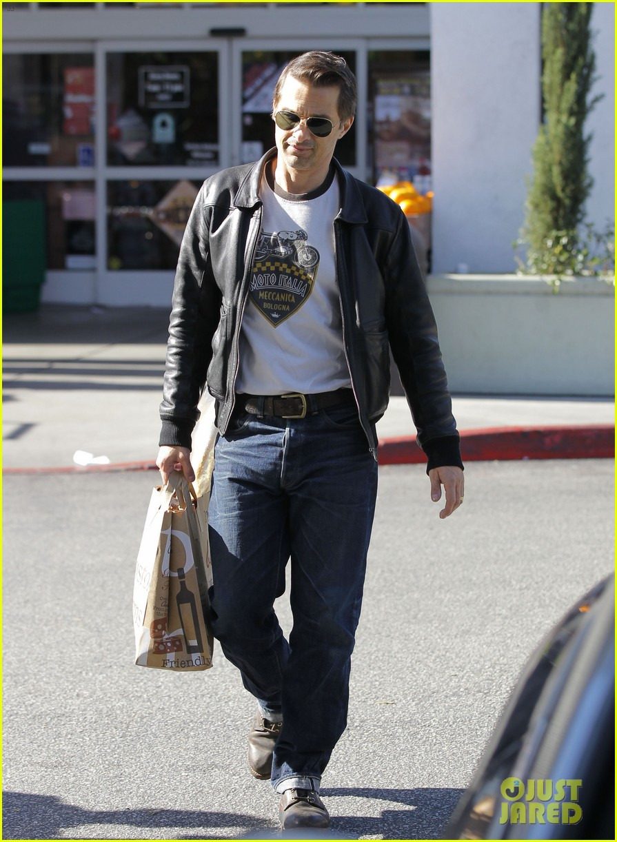 olivier martinez busy weekend running errands 083003172