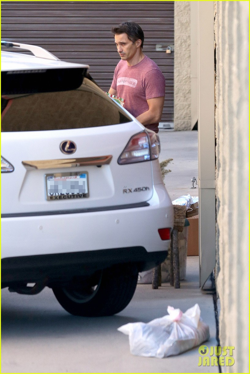 olivier martinez busy weekend running errands 233003187