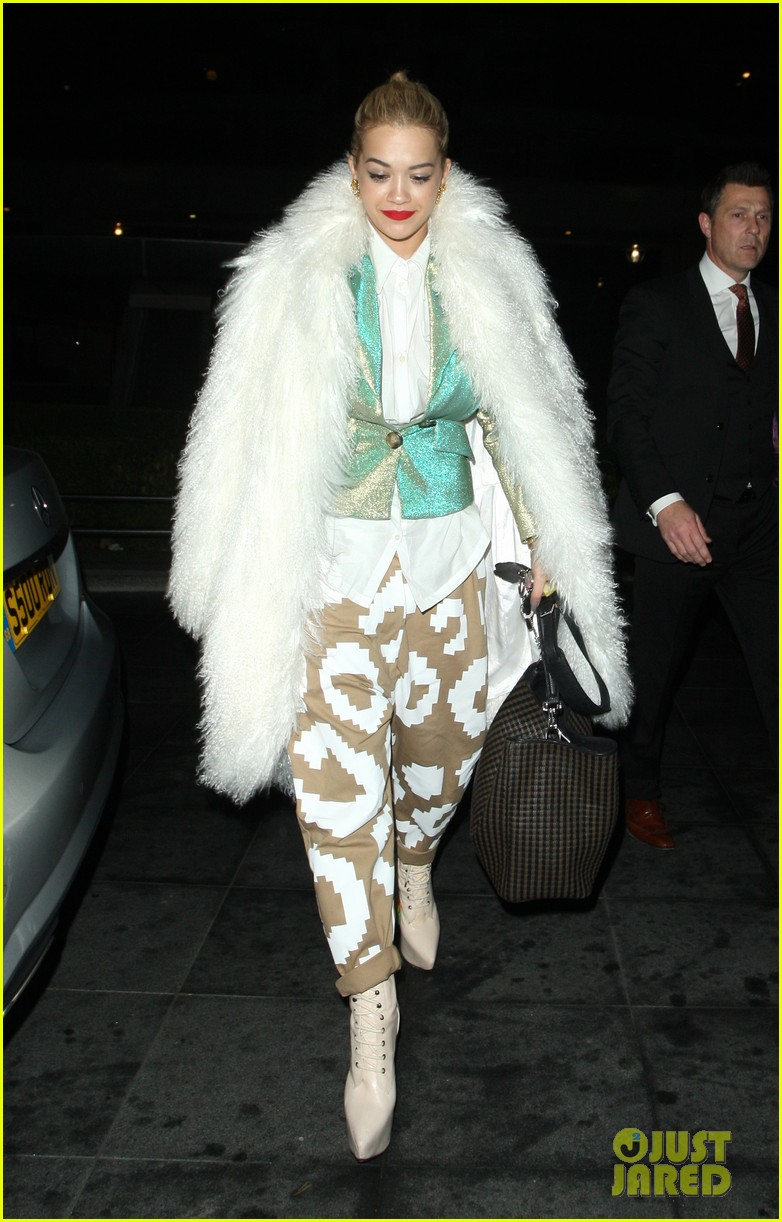 rita ora enjoys dinner out while home in london 03