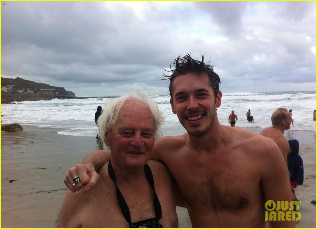 nashville sam palladio goes shirtless for christmas day swim 02