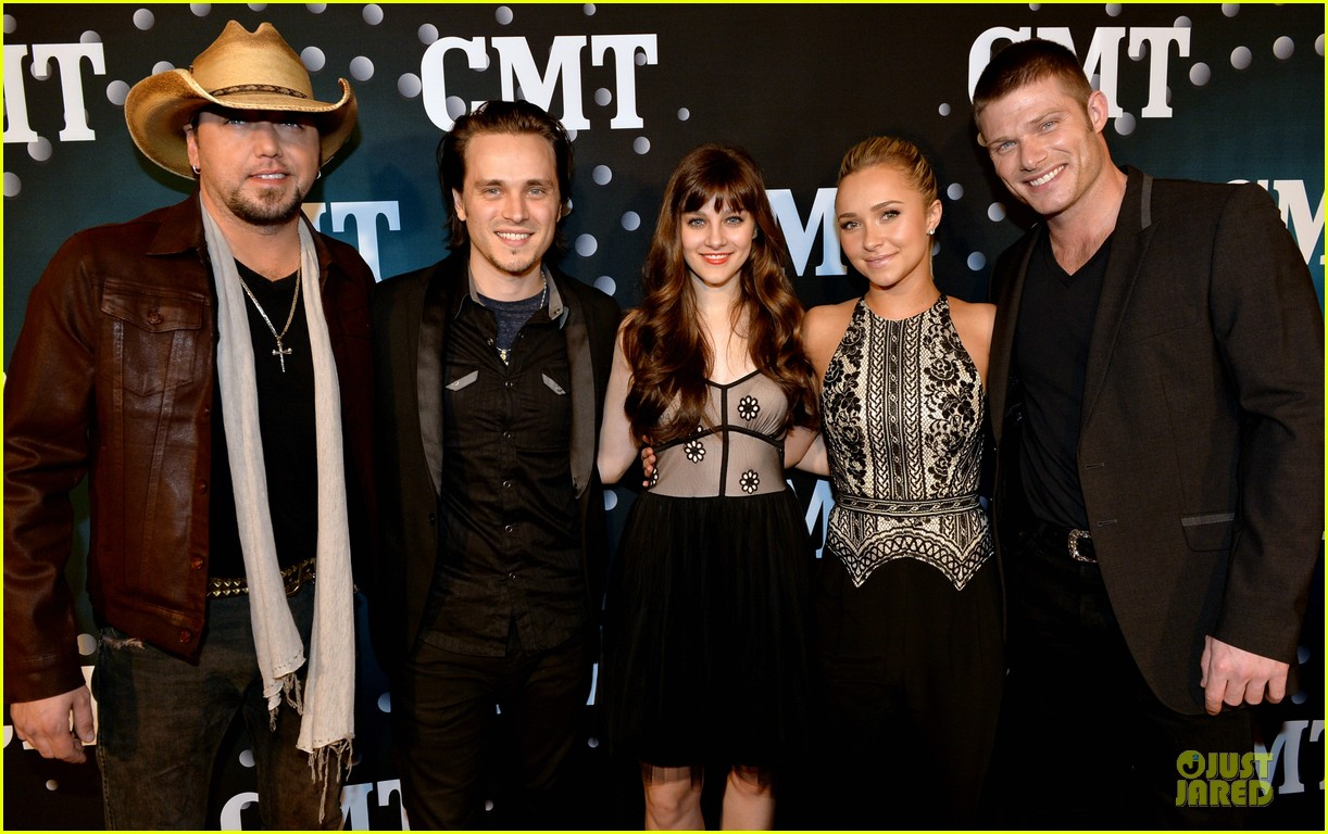 hayden panettiere cassadee pope cmt artists of the year 2013 09