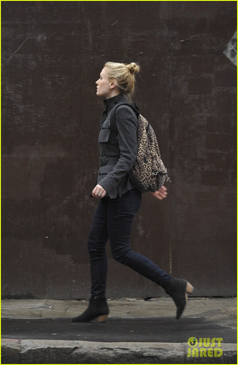 anna paquin steps out before stephen moyers live sound of music 09