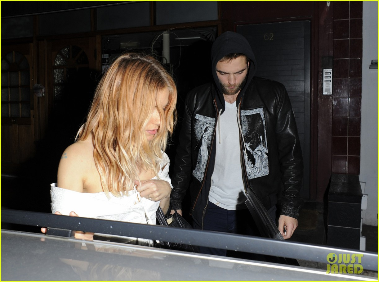 robert pattinson tom sturridge sienna miller early birthday party 013006003