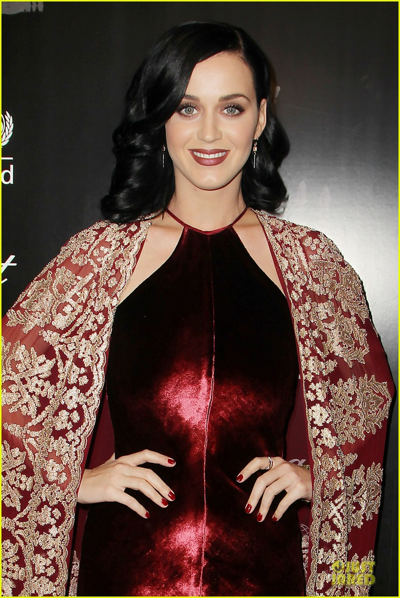katy perry christina ricci unicef snowflake ball 2013 02