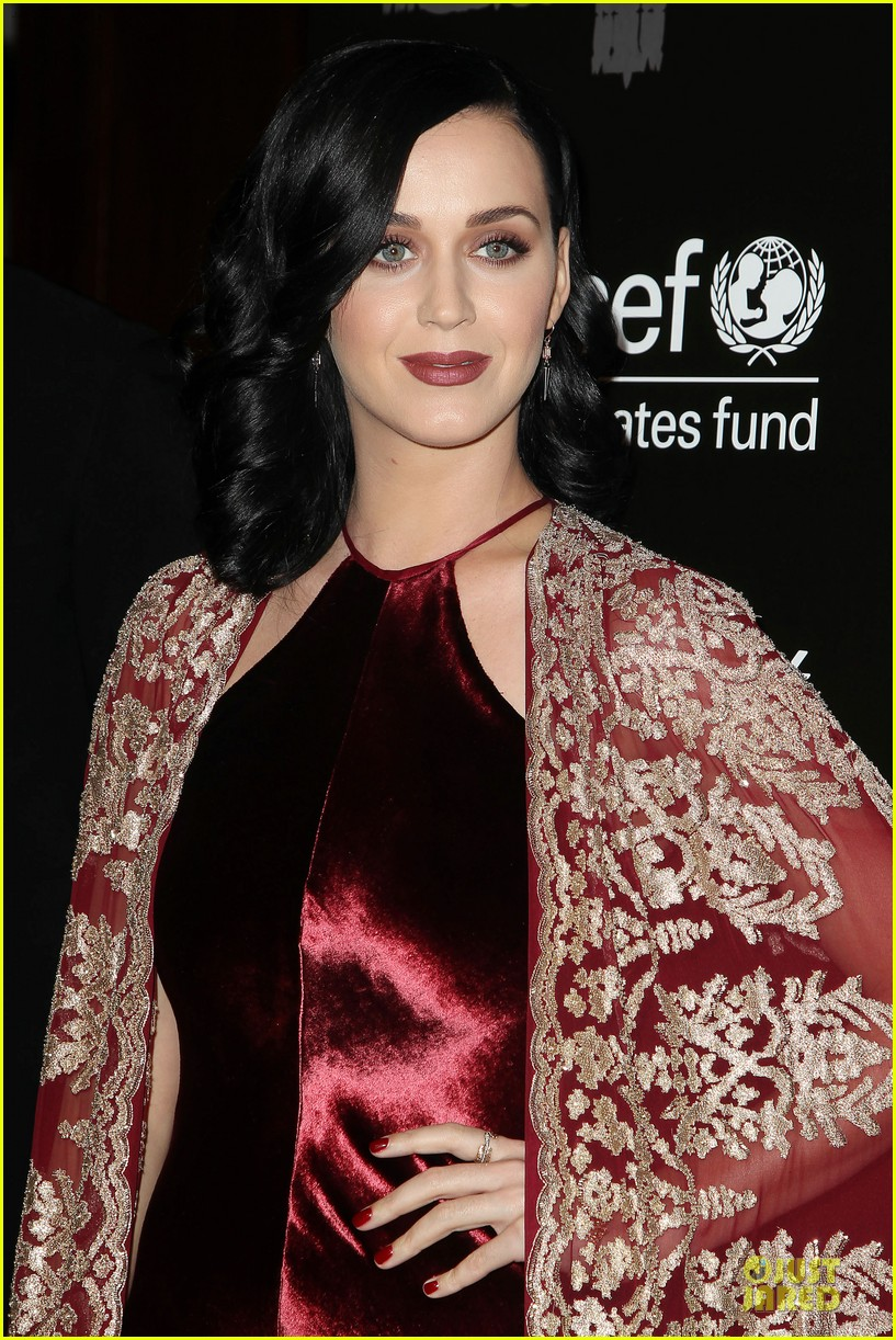 katy perry christina ricci unicef snowflake ball 2013 063004496