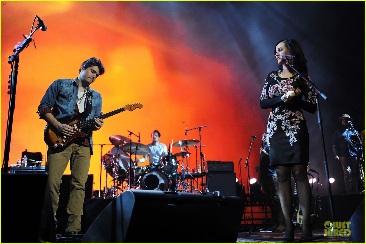 katy perry surprise performer at john mayer brooklyn concert 02