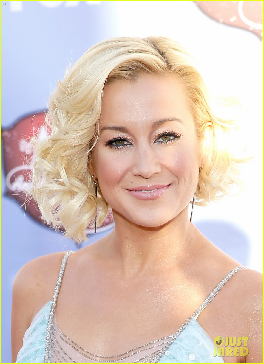 kellie pickler lauren alaina acas 2013 red carpet 023009213