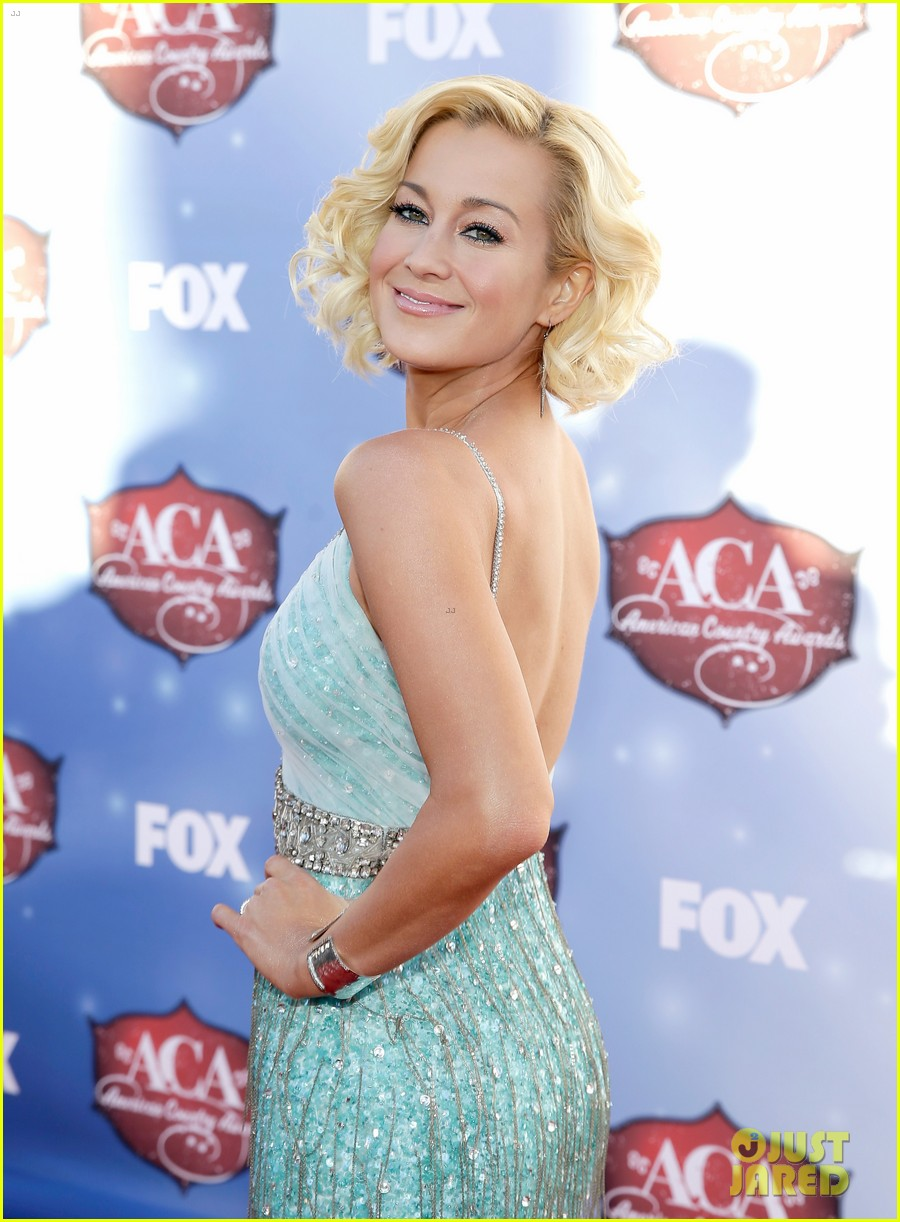 kellie pickler lauren alaina acas 2013 red carpet 06