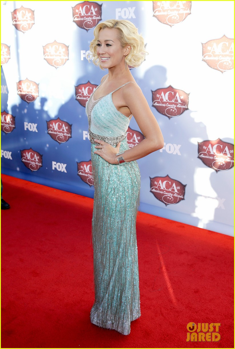 kellie pickler lauren alaina acas 2013 red carpet 15