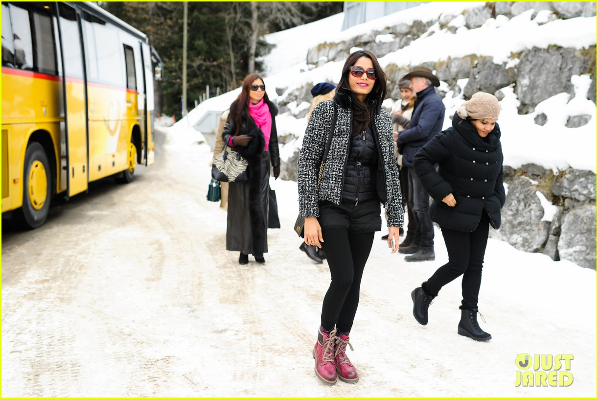 freida pinto asmallworld winter weekend in switzerland 40