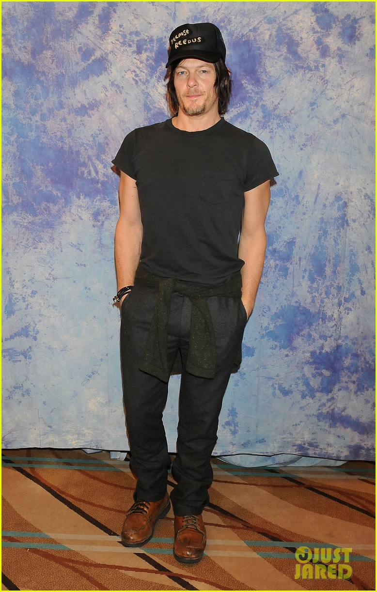 norman reedus hollywood collectors convention 01