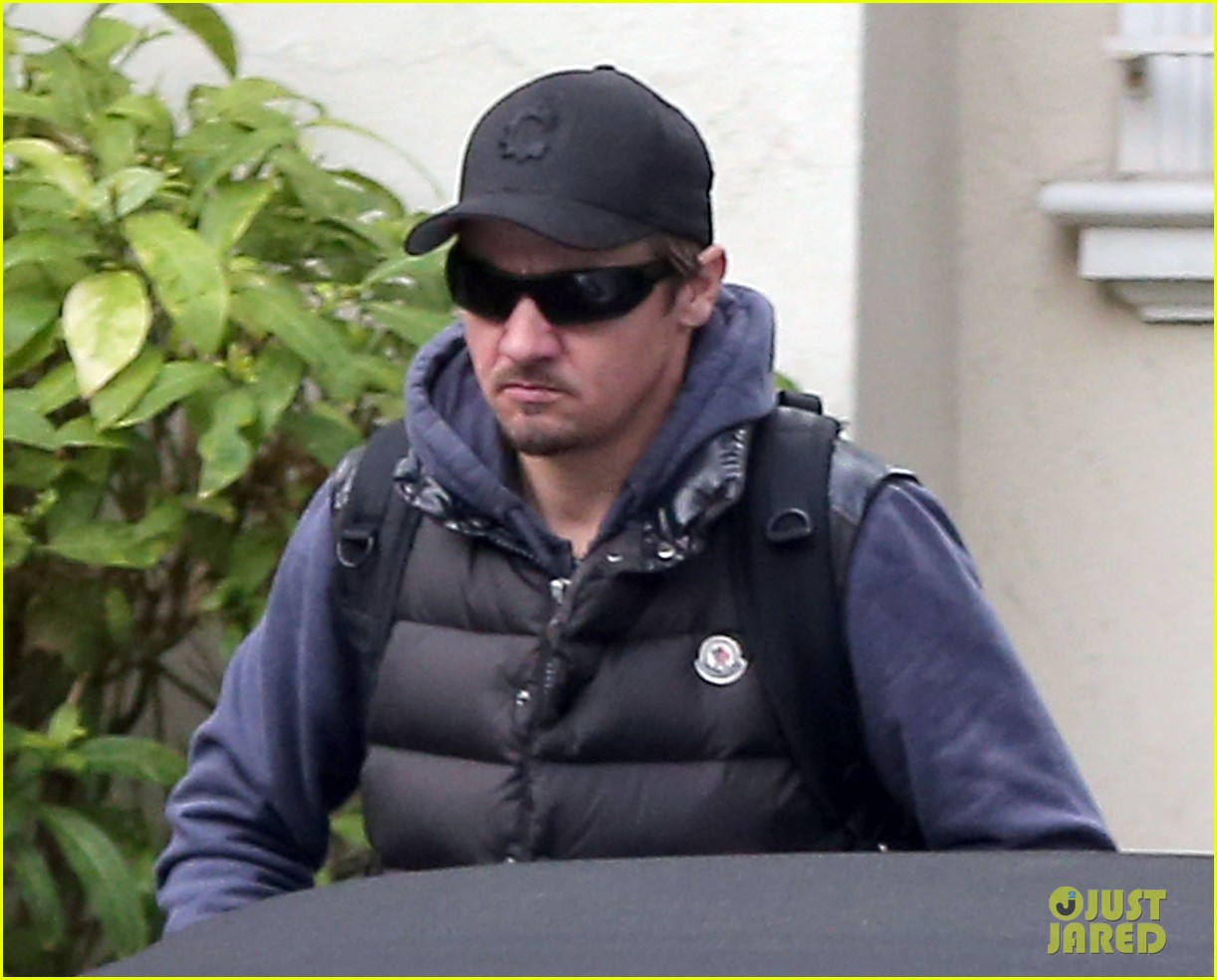 jeremy renner jennifer lawrence is very very grounded 073015316