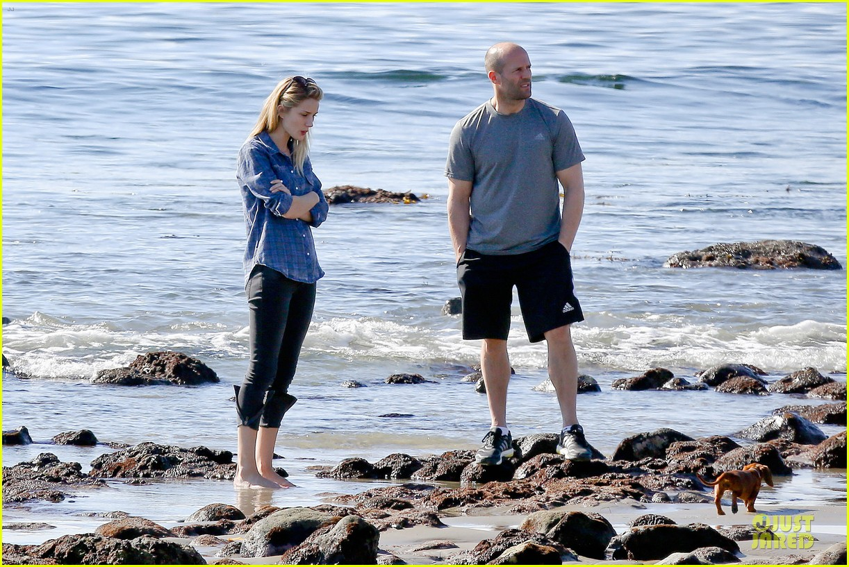 rosie huntington whiteley malibu beach with jason statham 20