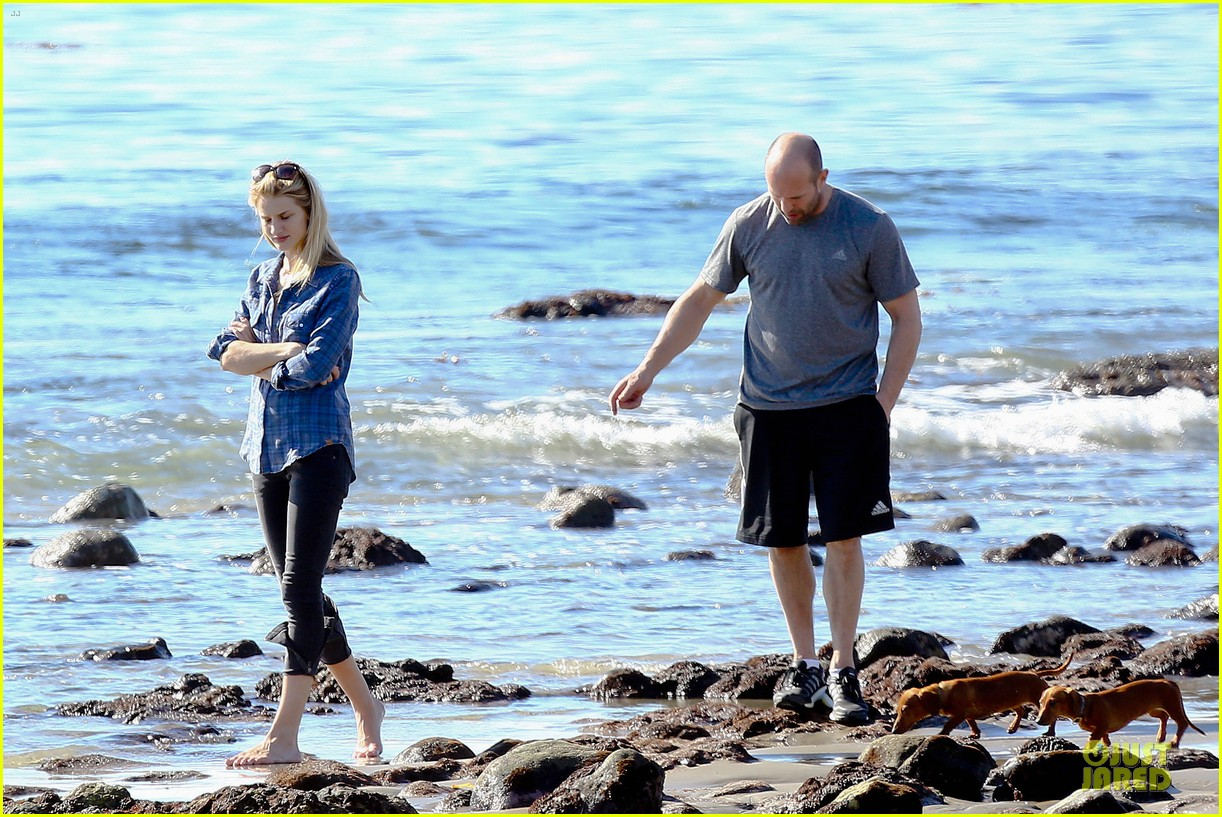 rosie huntington whiteley malibu beach with jason statham 25