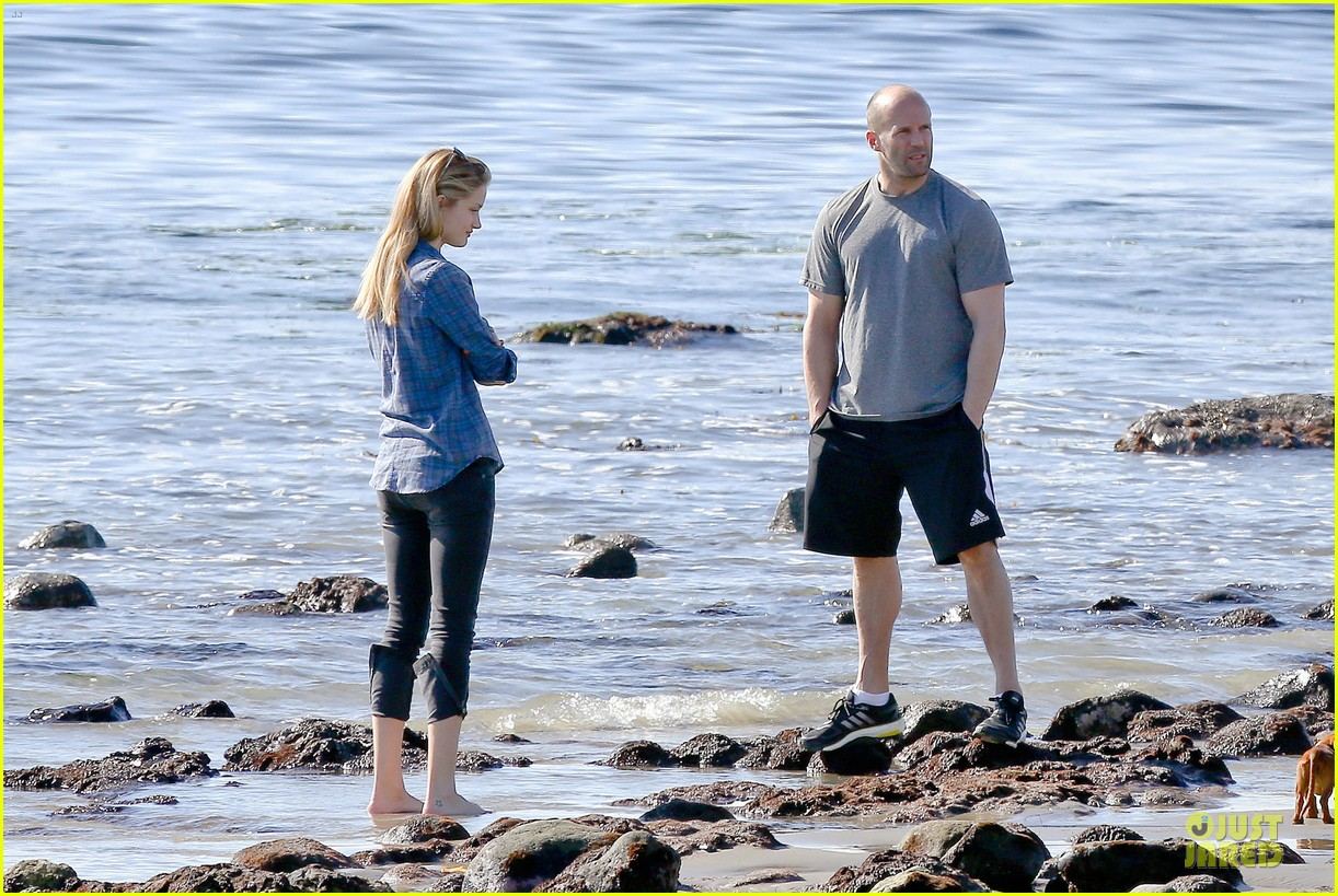 rosie huntington whiteley malibu beach with jason statham 263018653