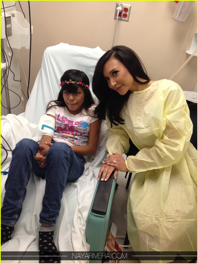 naya rivera visit childrens hospital with fiance big sean 04