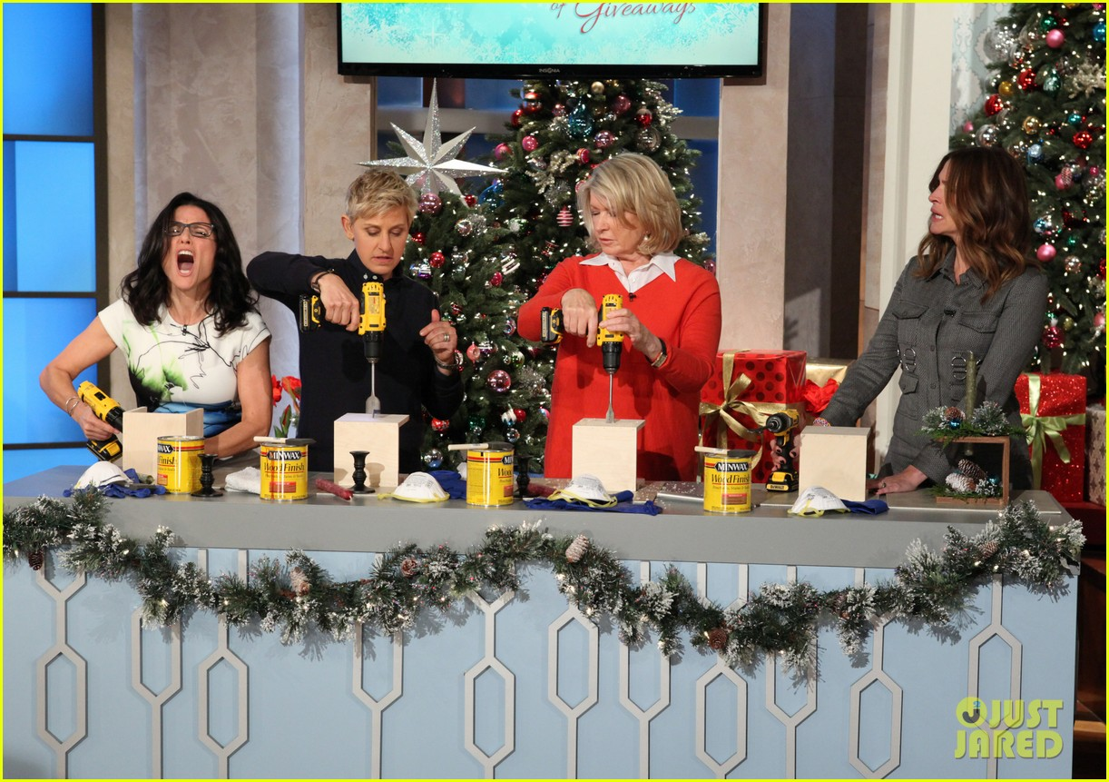 julia roberts co hosts ellen makes crafts with martha stewart 06